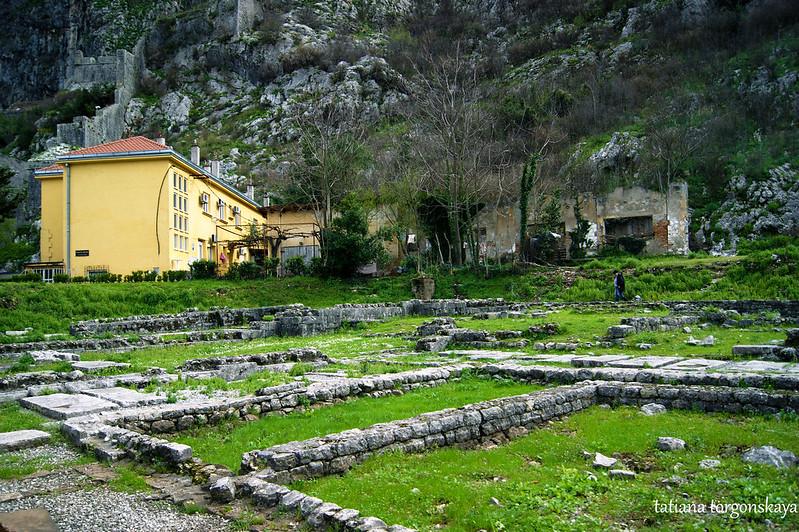 В монастырском комплексе