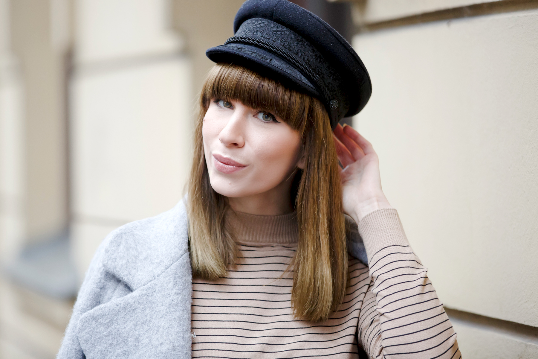 stripes denim 80s french hat parisian parisienne style stripe brown heels sam edelman ysl saint laurent paris coat chic bangs brunette modeblog cats & dogs blog ricarda schernus fashionblogger germany 1