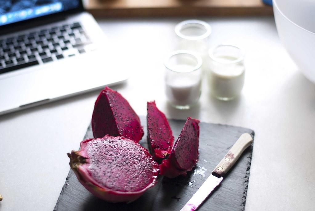 07_dragon_fruit_pink_cake