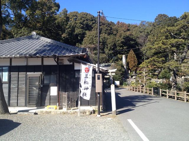 城台山 三輪神社 登山口への道