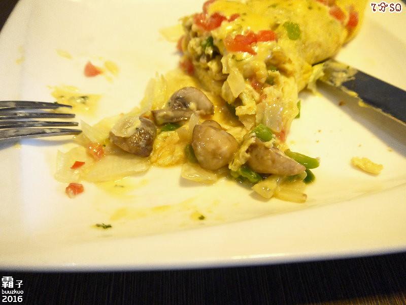 25198561513 7486572cb1 b - 7分SO美式廚房(朝富店),最愛的是美式蛋捲,早餐還有附上一杯滿滿果肉的奇異果汁。