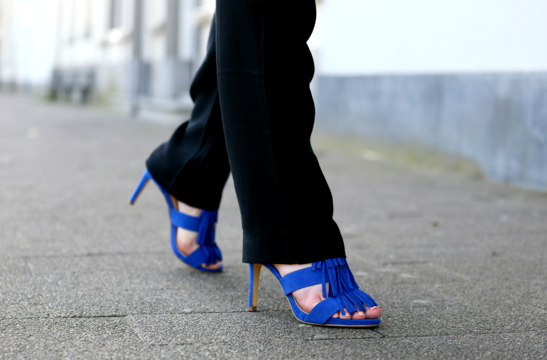 Electric blue, electric blue hakken, electric blue shoes, electric blue heels, etnisch, mexicaans, fashion blogger, fashion is a party, pantalon, trends zomer 2016, hakken met fringes, fashion is a party outfits, arnhem, gesponsorde post, bullboxer shoes