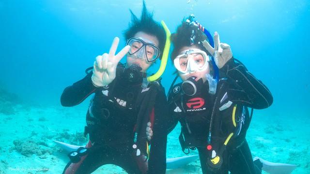 新婚旅行で二人きりのダイビング