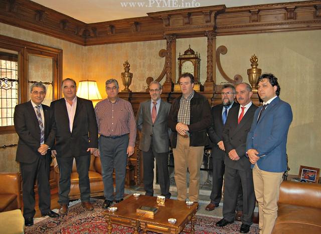 Foto de familia de la reunión de CONFAES con el Rector de la Universidad de Salamanca (USAL).