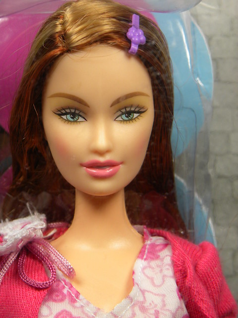 2004 Barbie Fashion Fever Drew H0664 (1)