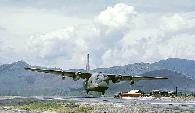 C-123K Provider landing - Photo by Robert Brackenhoff 1970-71 - Phi trường Đức Phổ, Quảng Ngãi (LZ BRONCO)