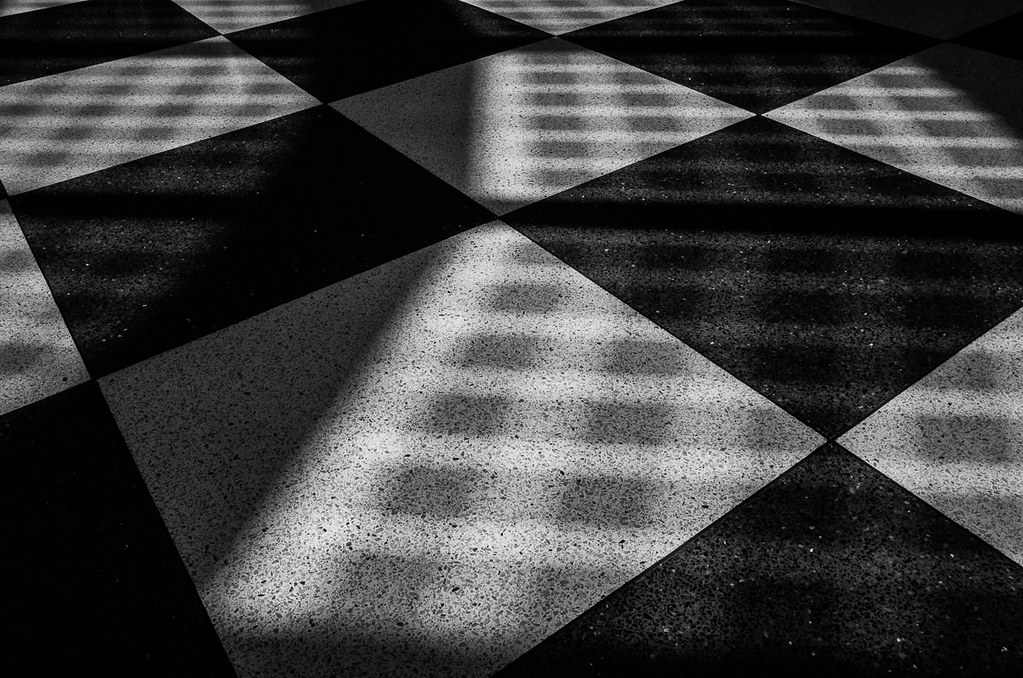 Floor with shadow, United Terminal