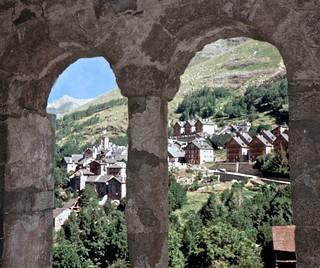 Bilde av Sant Climent de Taüll nær la Vall de Boí. catalunya campanar poble ribagorça romànicromanesque esglésiachurch