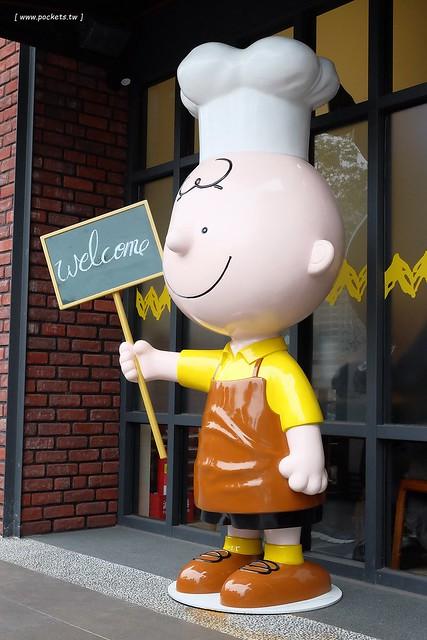 24886074944 4e355fcc6c z - 【台中西屯】查理布朗咖啡.Charlie Brown Cafe:位於秋紅谷正對面鄰近朝馬車站,環境很漂亮也很好拍,餐點可愛觀賞性大於美味性