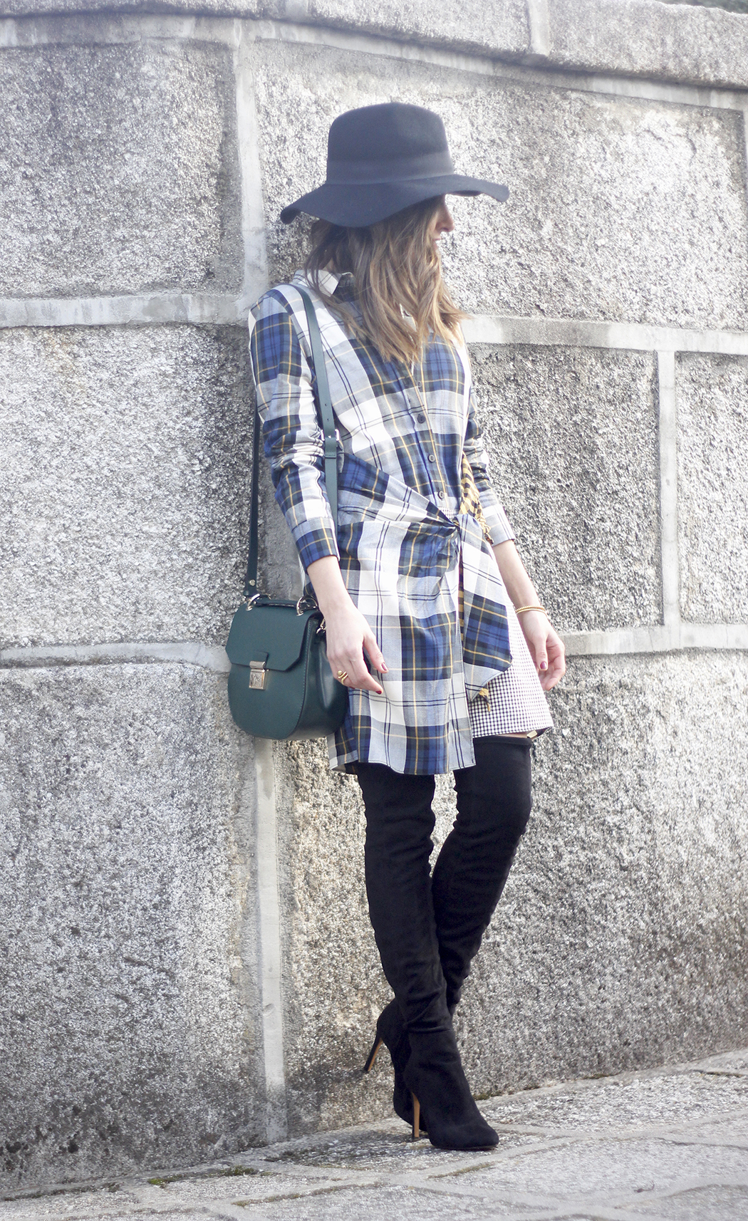 Tartan shirt dress zara over the knee boots mango hat green bag outfit fashion02