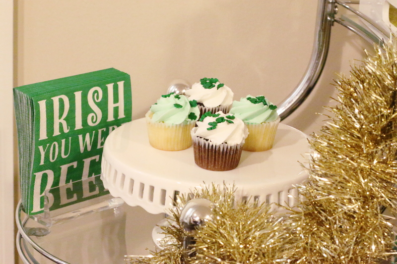 St-Paddys-Day-cupcakes-four-leaf-clover-5