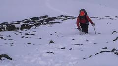 Piotr w rakach i z czekanem wspina sie na szczyt Pizzo Malenco  3488m