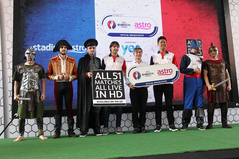 From left, Fernando Morientes, Henry Tan, Chief Operating Officer, Astro; Lee Choong Khay, Astro's Head of Sports Business