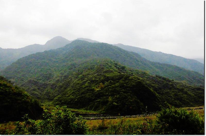 林道終點眺望來社山西南峰
