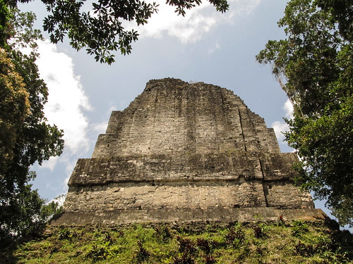 Tikal: le Temple 6 ou le Temple des Inscriptions