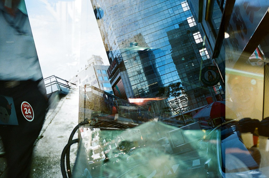Double Exposure / Negative 800 / Lomo LC-A+, Nikon FM2 這卷底片在不同天重複曝光,很多影像都很特別,在白天可以看到夜晚,在無人的地方隱約看到其他事情正在發生,每一格都很特別,可以慢慢找畫面中的奇特事件!  This film is double exposure in different days, every frame are so special!  Lomo LC-A+ (2015/12/08 ~ 2015/12/11) Lomography Color Negative 800 35mm  Nikon FM2 (2015/12/22) Nikon AI AF Nikkor 35mm F/2D  5660-0021 Photo by Toomore