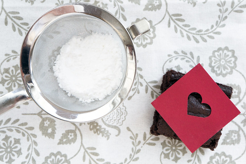 Making powdered sugar hearts