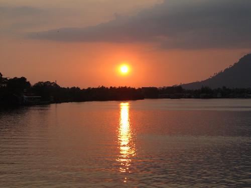 Kampot: coucher de soleil sur la rivière
