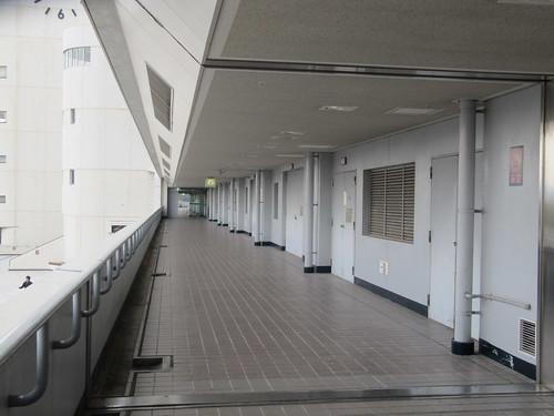 京都競馬場の通路