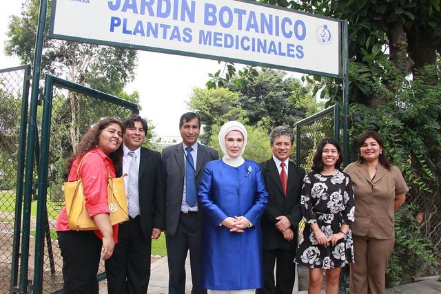 Visita de la Primera Dama de Turquía al Jardín Botánico del INS