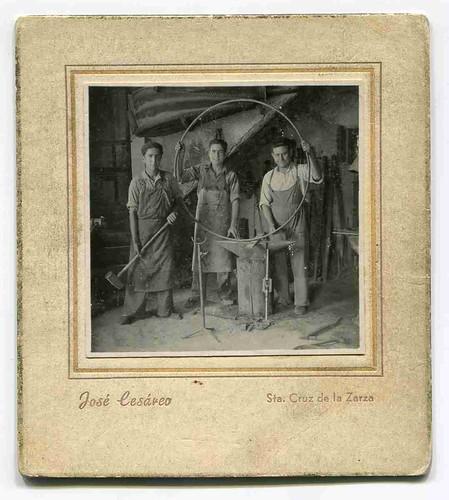 Santa Cruz de la Zarza (Toledo): retrato de tres herreros en su taller