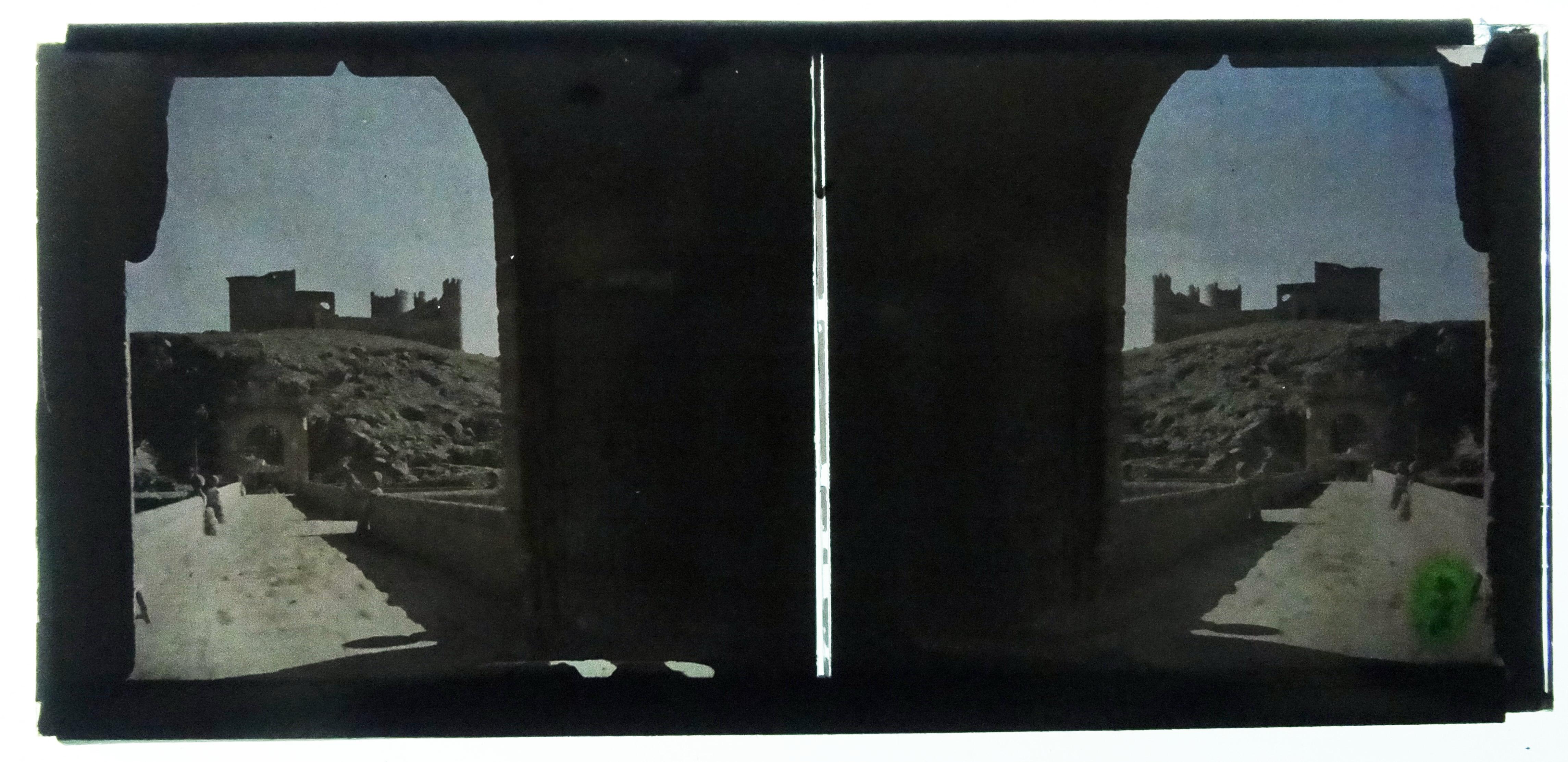 Autocromo del Castillo de San Servando y el Puente de Alcántara. Fotografía de Francisco Rodríguez Avial hacia 1910 © Herederos de Francisco Rodríguez Avial