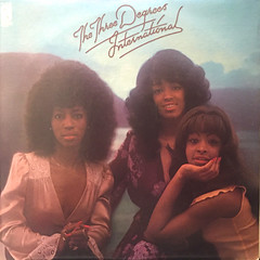 THE THREE DEGREES:INTERNATIONAL(JACKET A)