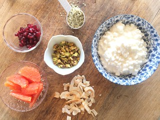 Cottage Cheese, Orange and Pomegranate Protein Bowl | by mealmakeovermoms