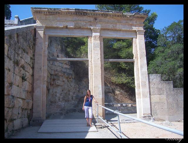 Puerta de entrada al Teatro de Epidauro