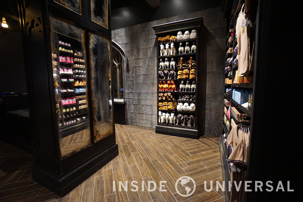 Universal debuts Universal Boulevard, featuring a larger Universal Studios Store and a new Starbucks