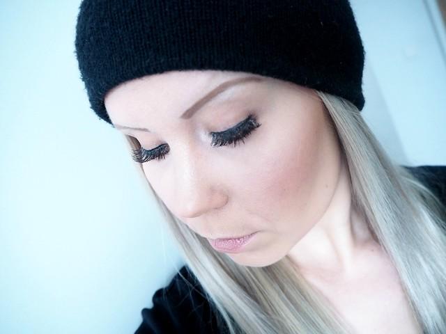 P2217895weekendmakeup, blogger, make up, meikki, meikit, kokeilu, experiments, blond hair, vaaleat hiukset, curls, ripset, eyelashes,