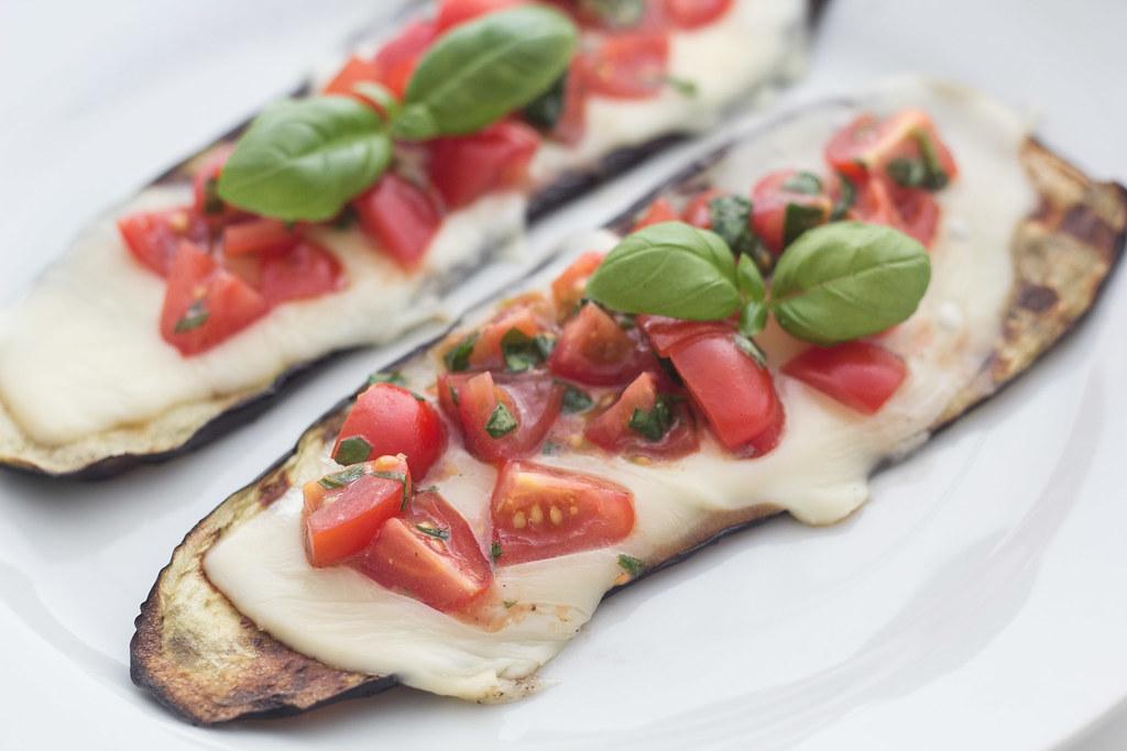 Grillet aubergine med smeltet ost og tomatsalsa (24)