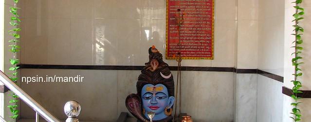 गुरुद्वारा मंदिर (Gurudwara Mandir)dedicated to Lord Shiv share wall with Shri Swaminarayan Mandir near Civil Lines metro station.