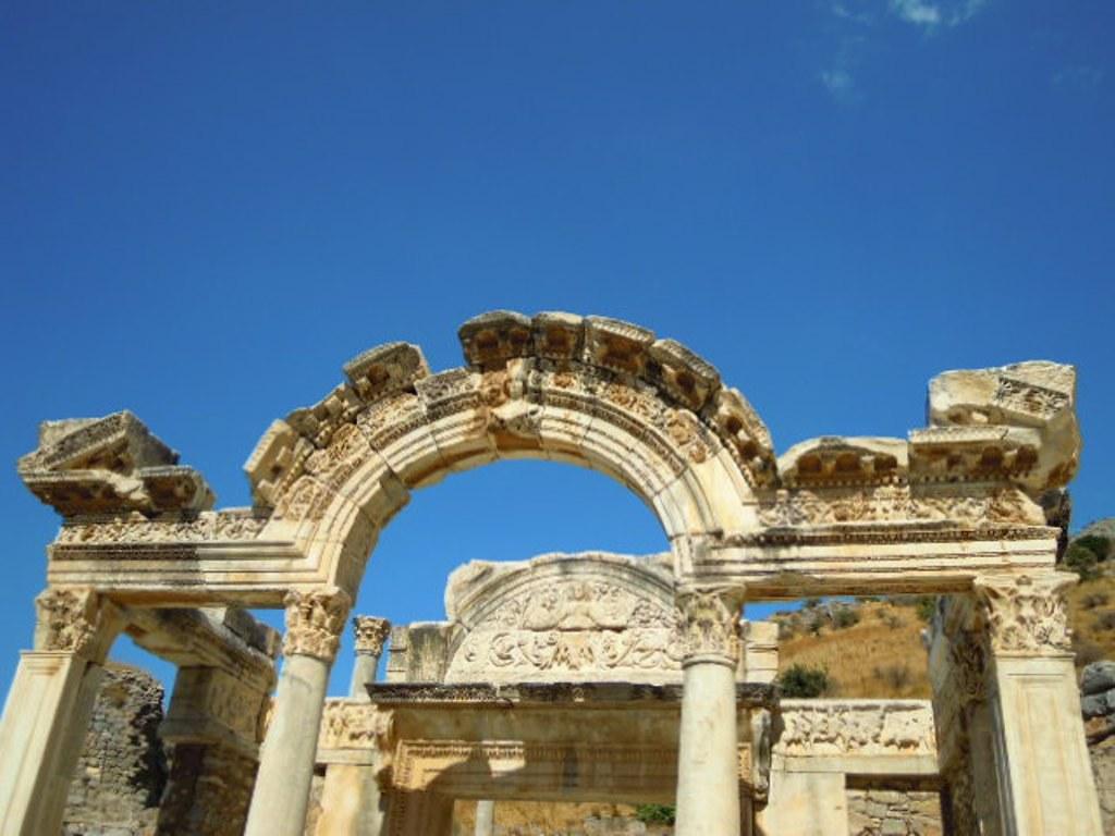 梅杜莎和拱門-1