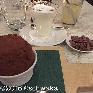 Tartufo und individuell mixbare heiße Schokolade. Satt.