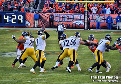 Jan 17 2016 - Big Ben about to complete a pass in playoff game