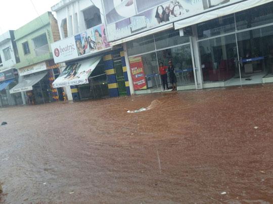 Caculé: Prefeitura retira moradores de áreas de risco após forte chuva