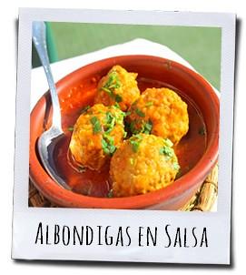 Balletjes van varkensgehakt in tomatensaus, een van de meest bekende Spaanse tapas
