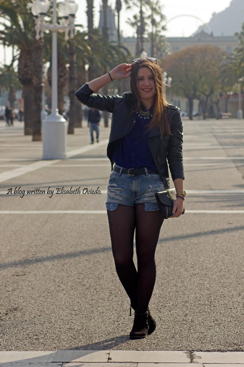 denim shorts y cazadora negra de cuero look lady HEELSANDROSES berhska sfera mango inditex (3)