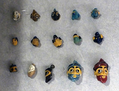 21Colgantes de pasta de vidrio 450-350 a.C