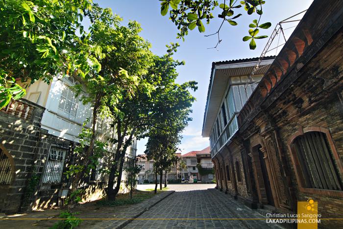 Las Casas Filipinas de Acuzar Street