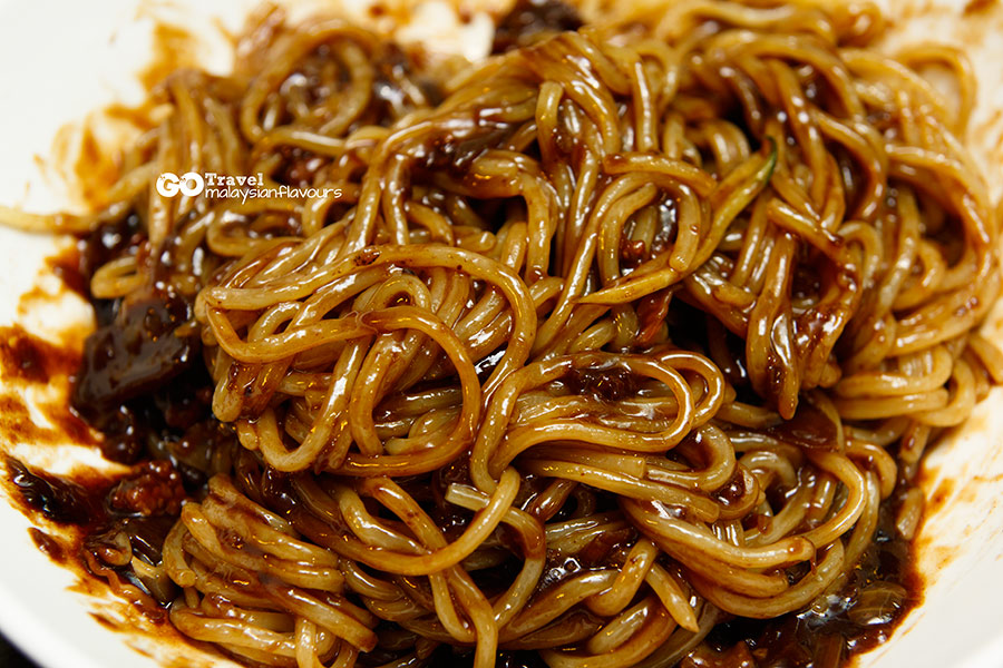 Yi Pin Xiang Jajangmyeon 一品香炸醬麵 Myeongdong