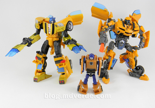 Transformers Bumblebee Goldbug Deluxe - Generations Takara - modo robot vs Bumblebee Movie vs Goldbug Legends