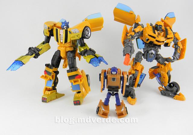 Transformers Bumblebee Goldbug Deluxe - Generations Takara - modo robot vs Bumblebee Movie vs Goldbug Legends
