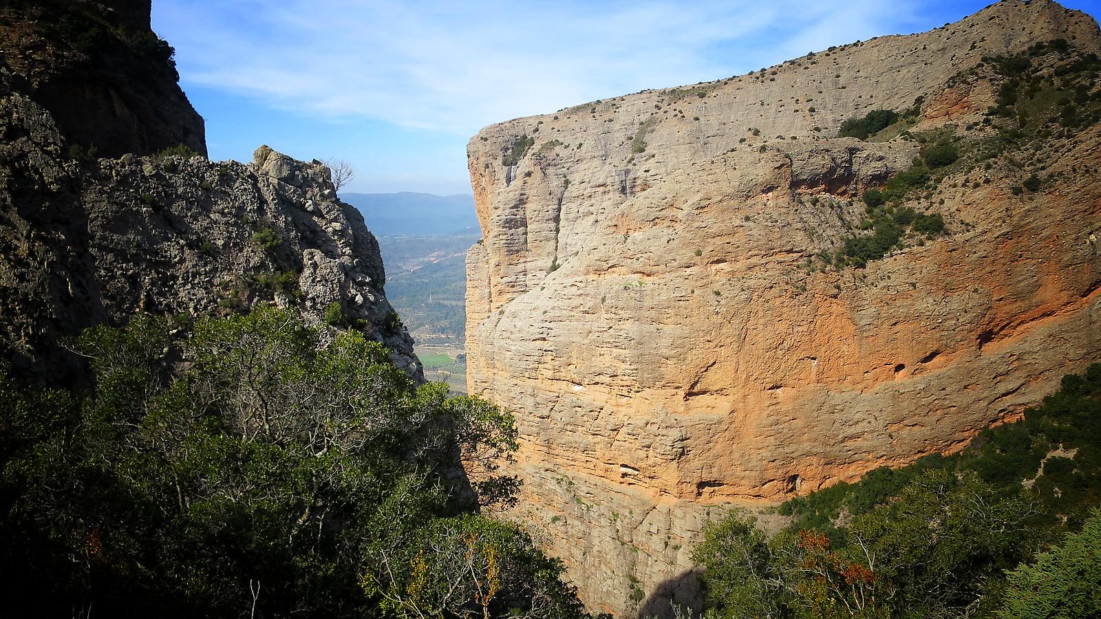 Mallos de Riglos: Camino del Solano de Riglos y Mirador, torre y ermita de Marcuello (Reino de los Mallos)