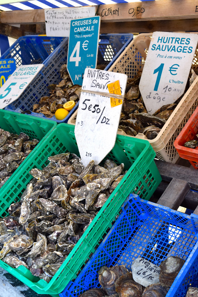 Oyster Market at Cancale, Brittany | www.rachelphipps.com @rachelphipps