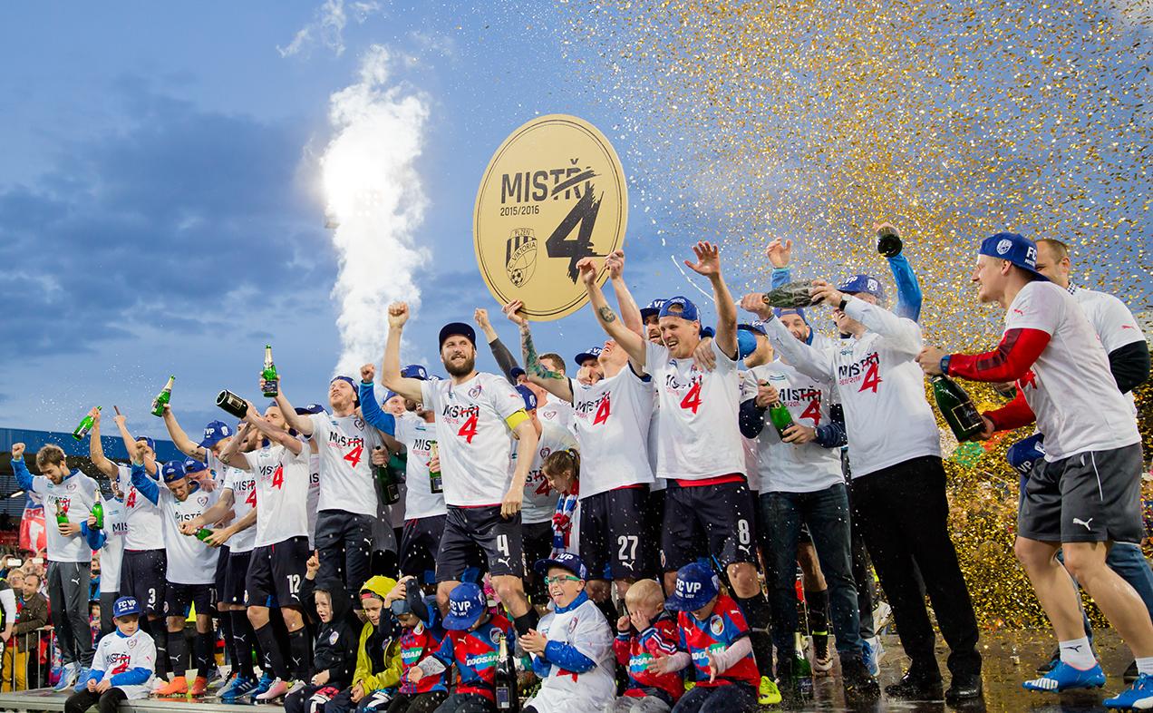 160430_CZE_Viktoria_Plzen_v_Banik_Ostrava_2_0_Viktoria_players_celebrate_title_v6