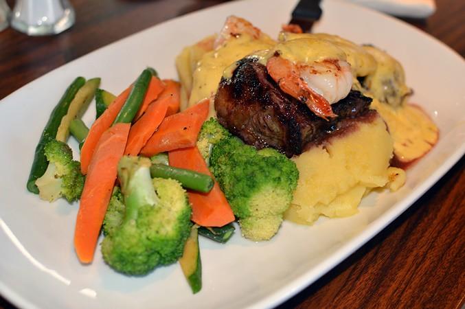 Black Angus rump, prawns & bernaise sauce