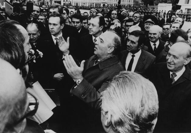 Mihail_S_Gorbaciov_saluta_poporul_bulgar_prieten_romaniabreakingnews_ro