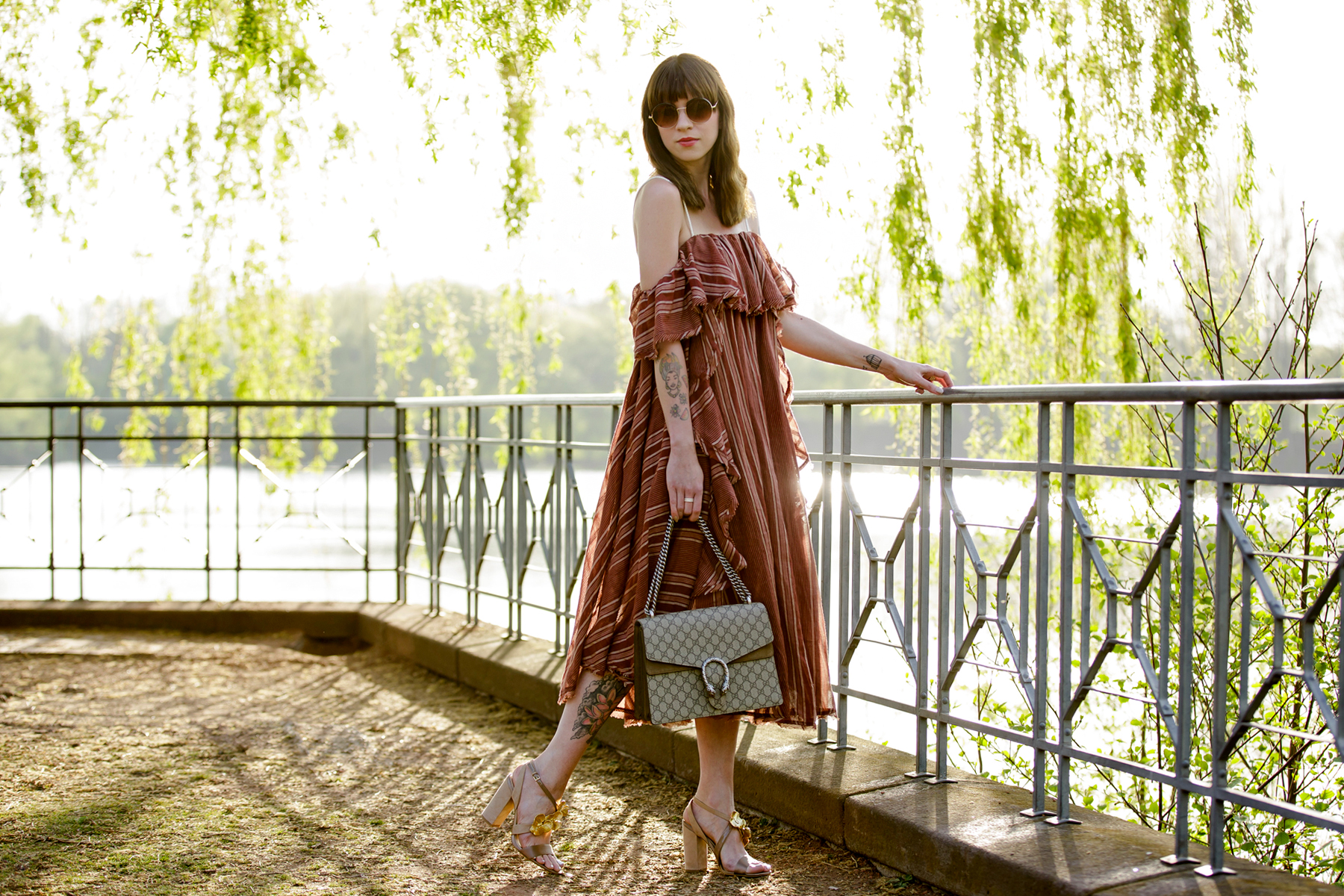 free people off shoulder hippie dress shopbop summer style zara gold flower heels round sunglasses boho vintage chic gucci dionysus fashionblogger cats & dogs modeblog ricarda schernus blogger düsseldorf 4